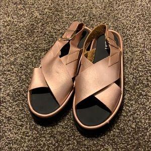 BN RENVY Metallic Rose Gold Sandals 8 1/2